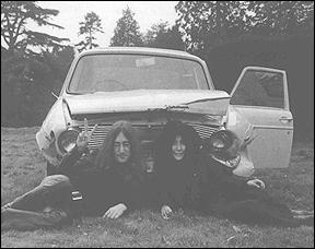 The Beatles Polska: Lennon trafia do szpitala po wypadku samochodowym